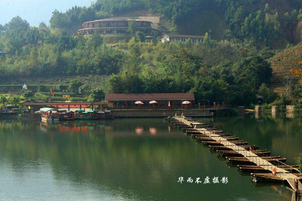 水上茶乡九鹏溪风景区位于漳平市