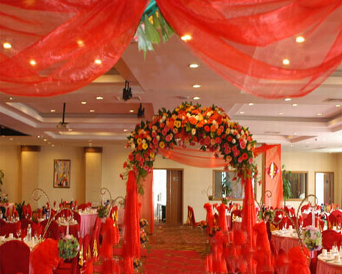 结婚时装饰楼梯拱门