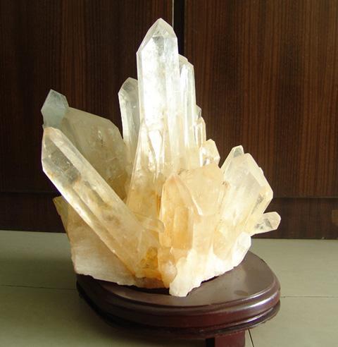 天然水晶石笋图片