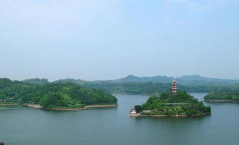 岳池翠湖位于四川省广安市岳池县花园镇