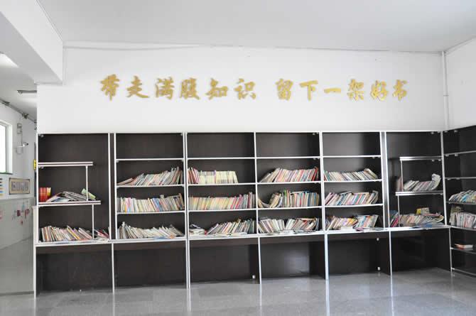 西林小学图书阅览室